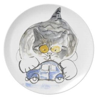 Pare el moverse, dice el gatito al coche azul del  plato para fiesta