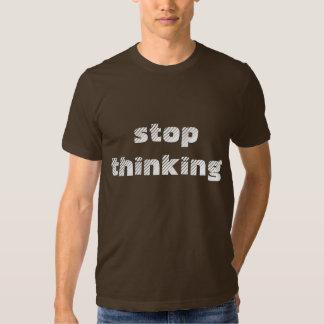 Pare el pensar de marrón de la camiseta playera