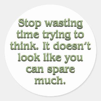 Pare el perder de tiempo pegatina redonda