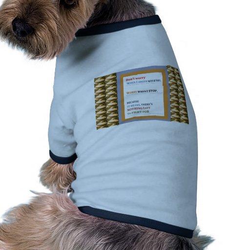 Pare el preocuparse, discuta pero no pare el habla camiseta con mangas para perro