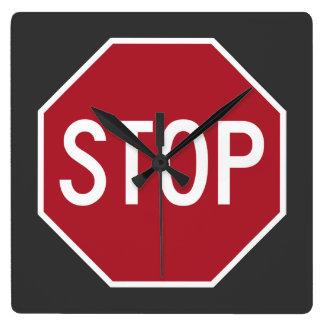 Pare el reloj de pared cuadrado de la muestra