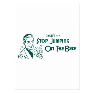 ¡Pare el saltar en la cama! (Dadism #137) Postal