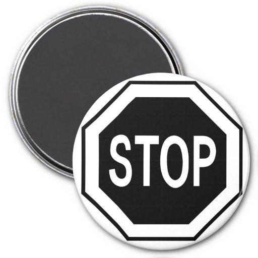 Pare la muestra del símbolo - negro en blanco imanes para frigoríficos
