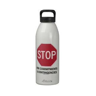 Pare para los compromisos y las contingencias la botella de agua reutilizable