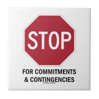 Pare para los compromisos y las contingencias la tejas