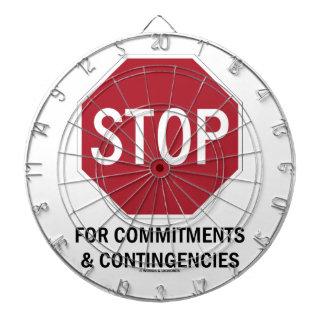 Pare para los compromisos y las contingencias la tabla dardos