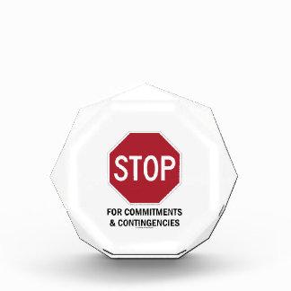 Pare para los compromisos y las contingencias la