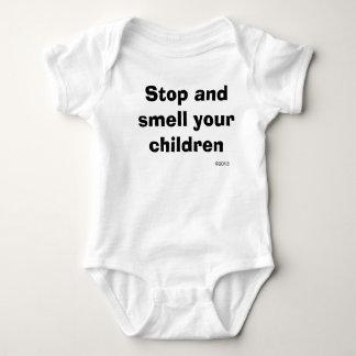 Pare y huela a sus niños body para bebé