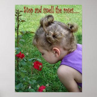 Pare y huela el poster de los rosas
