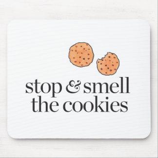 Pare y huela las galletas mouse pads