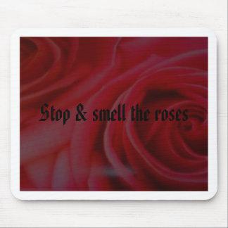 Pare y huela los rosas mousepads