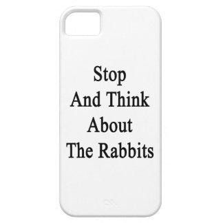 Pare y piense en los conejos iPhone 5 Case-Mate cárcasas