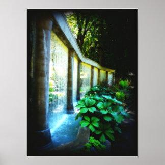 Pared de agua en paraíso del jardín poster