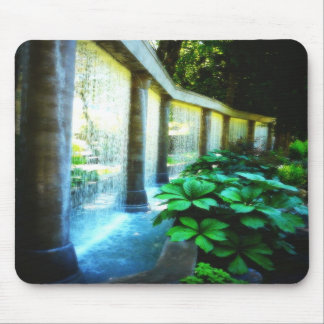 Pared de agua en paraíso del jardín alfombrilla de raton