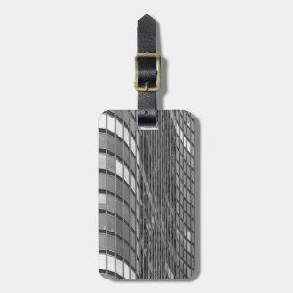 Pared de cortina de acero y de cristal de moderno etiqueta para equipaje
