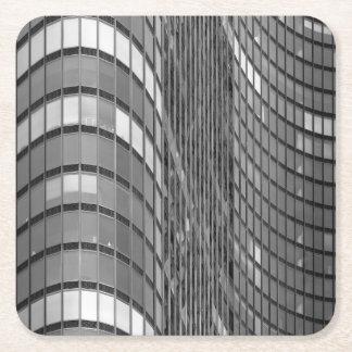 Pared de cortina de acero y de cristal de moderno posavasos de cartón cuadrado