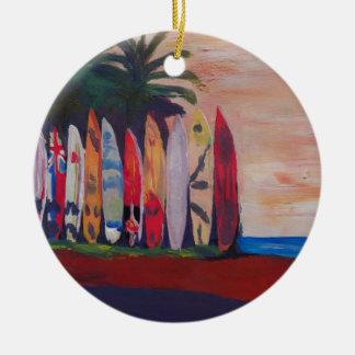 Pared de la cerca del tablero de resaca en la adorno navideño redondo de cerámica