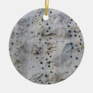 Pared de la escalada adorno navideño redondo de cerámica