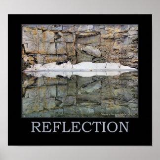 Pared de la roca de la reflexión en el agua 2 insp impresiones