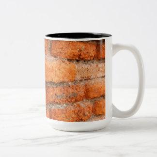 Pared de ladrillo anaranjada rubicunda taza
