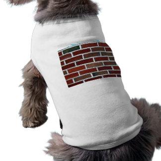Pared de ladrillo brillante con las líneas blancas playera sin mangas para perro
