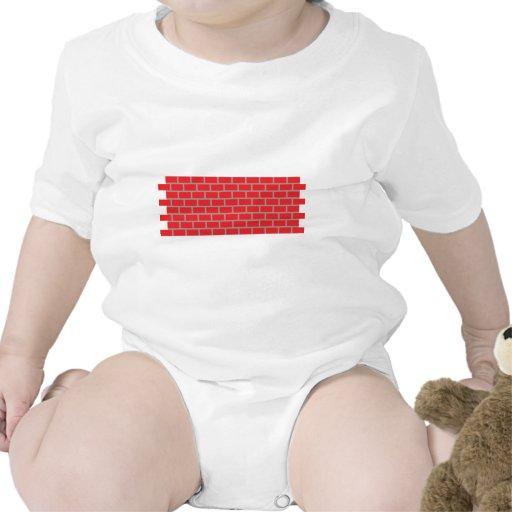 pared de ladrillo roja trajes de bebé
