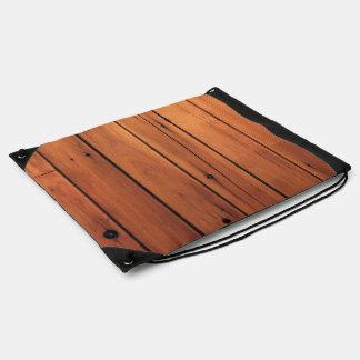 Pared de madera mochilas