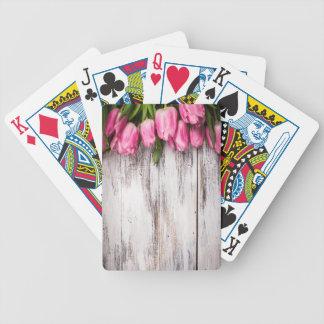 Pared de madera pintada blanco del vintage de los  baraja de cartas
