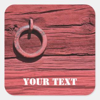 Pared de madera roja rural rústica del granero con pegatina cuadrada