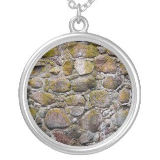 Pared de piedra antigua collares personalizados