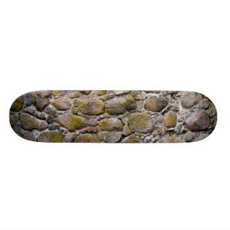Pared de piedra antigua monopatines