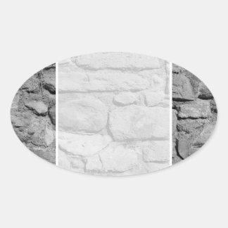 Pared de piedra. Blanco y negro. Pegatina Ovalada