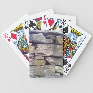 Pared de piedra barajas de cartas