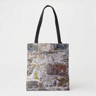 Pared de piedra irregular todo encima - imprima la bolsa de tela