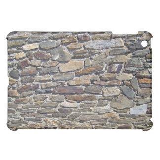 Pared de piedra vieja hecha de bloques aleatoriame