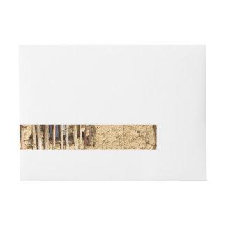 Pared del fango y del zarzo etiquetas postales