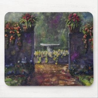 Pared del jardín de flores alfombrillas de ratón