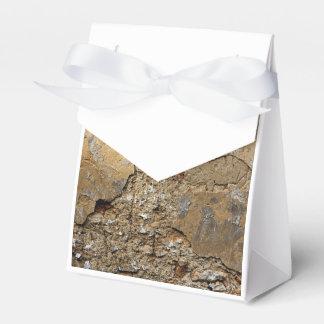 Pared enyesada agrietada cajas para regalos