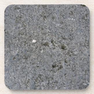 Pared gris concreta texturizada posavasos de bebida