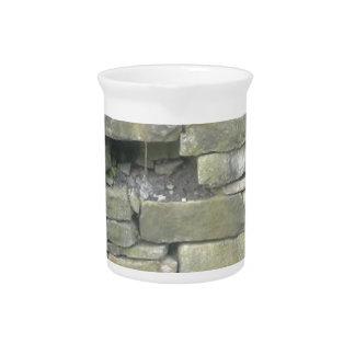 Pared vieja, piedra, ladrillos jarras