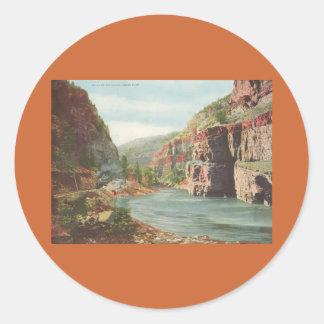 Paredes de Canon, río magnífico (barranco) Pegatina Redonda
