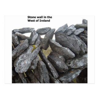 Paredes de piedra viejas en Irlanda Postales