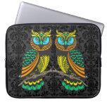 Pares abstractos coloridos de búhos fundas computadoras
