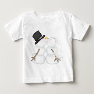 Pares adorables del muñeco de nieve que se besan tshirt