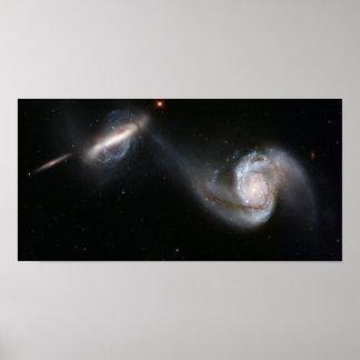 Pares Arp 87 de la galaxia que obran recíprocament Póster