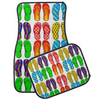 Pares coloridos de modelo de las sandalias de los alfombrilla de auto