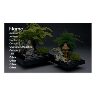 Pares de árboles de los bonsais con las figuras or tarjetas de visita