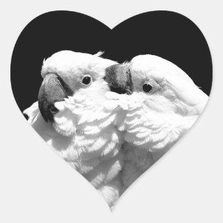 Pares de cockatoos del paraguas calcomania de corazon personalizadas