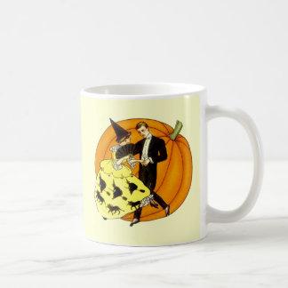 Pares de Halloween del baile Tazas De Café