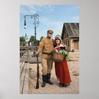 Pares de la señora y del soldado en imagen retra d póster